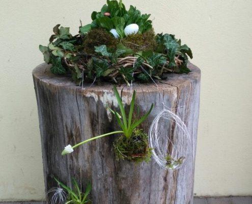In der Gartentherapie hergestellter Blumenschmuck
